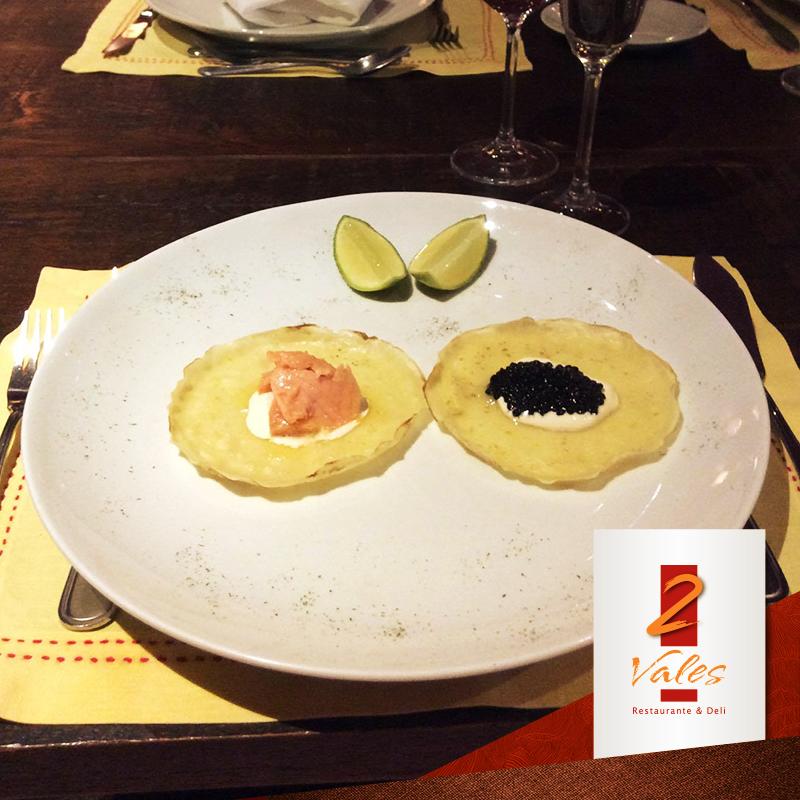 Blinis de caviar ou salmão defumado